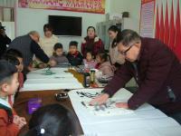 阜阳市颍东区向阳老年协会积极开展书画进校园活动